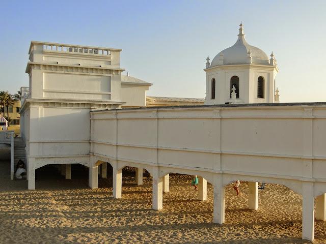 Estructura del Balneario de la playa de la Caleta.
