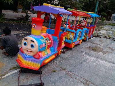 Harga dan Spesifikasi Kereta Rel Bawah Thomas Full Fiber