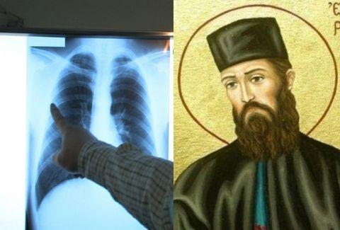 """Συγκλονίζει το θαύμα του Αγ. Εφραίμ: """"Έκανε εμετό τον καρκίνο πίνοντας αγιασμό..."""""""