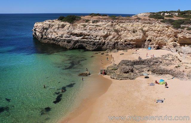 Praia-de-Albandeira-Algarve-Portugal