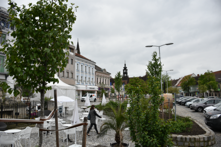Hollabrunner Hauptplatz im April