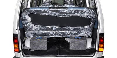 Maruti Suzuki Omni boot space pictures