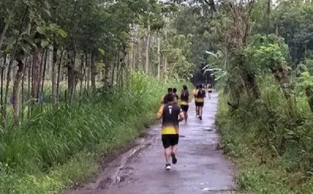 Menjaga Stamina Prajurit Yonif Raider 514 Kostrad Laksanakan Lari 5 Km