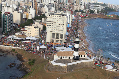 Carnaval pode ser bom para o Turismo, mas longe da Barra e de Ondina!