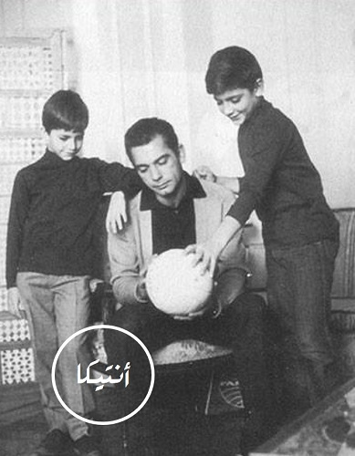 8a9fb098c الكابتن صالح سليم مع ابنيه هشام و خالد