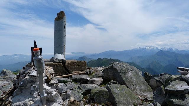Pico Vízcares con Los Picos de Europa al fondo