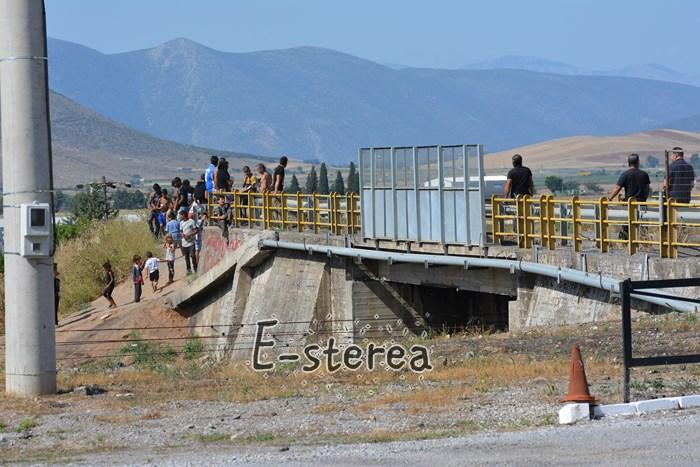 Νέα επίθεση των Ρομά στη γέφυρα του «τρόμου» στο Πυρί της Θήβας - Χτύπησαν και λήστεψαν κοπέλα