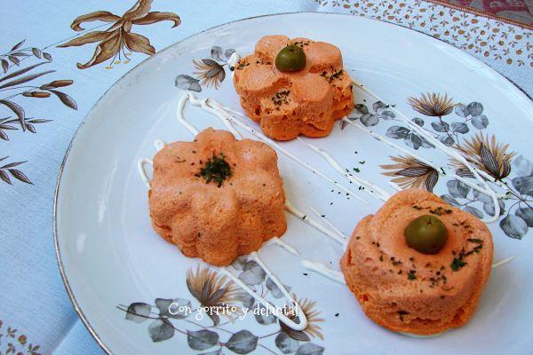 pastelitos-individuales-de-atun-con-gorrito-y-delantal