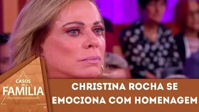 Casos de Família: Christina Rocha se emociona ao prestar homenagem a figurinista