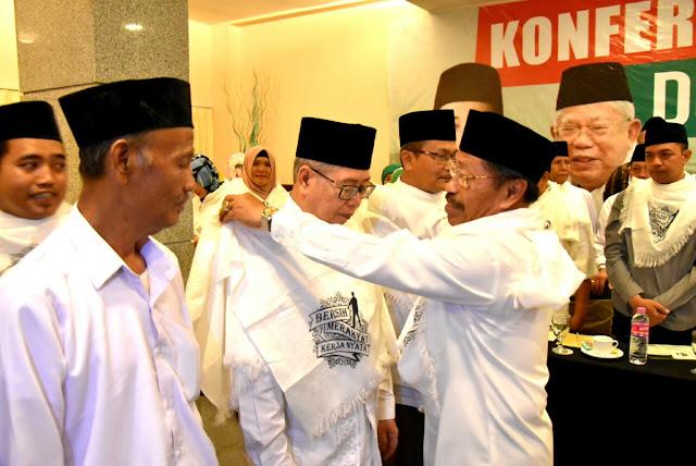 Keberatan Prabowo Jumatan, Beredar Foto Takmir Masjid Kauman Pakai Atribut Capres 01