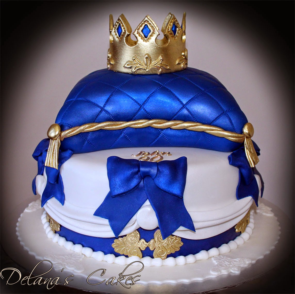 Delana S Cakes Royal Crown Amp Pillow Cake