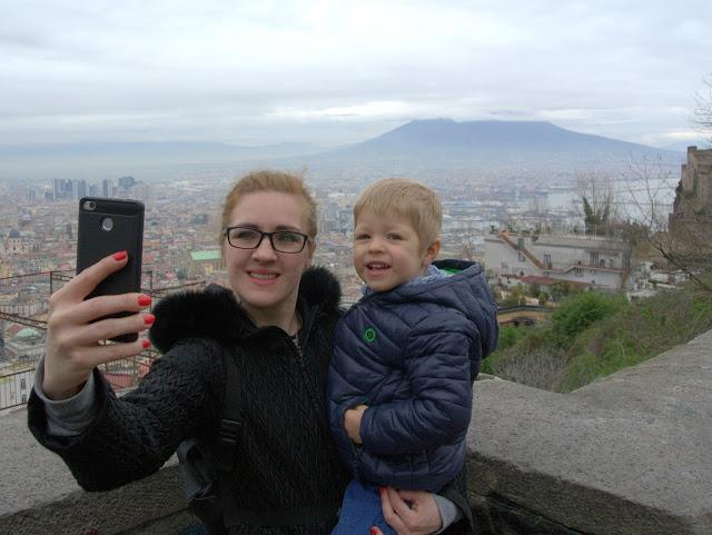 Wezuwiusz widok na wulkan z Neapolu
