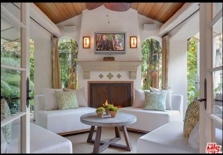 Model Tyra Banks sells Beverly Hills home
