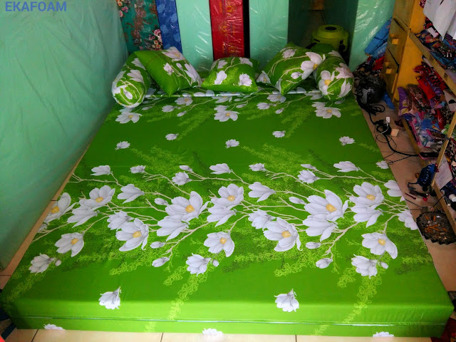 Sofa bed inoac ijo bunga kapas saat di fungsikan sebagai kasur inoac