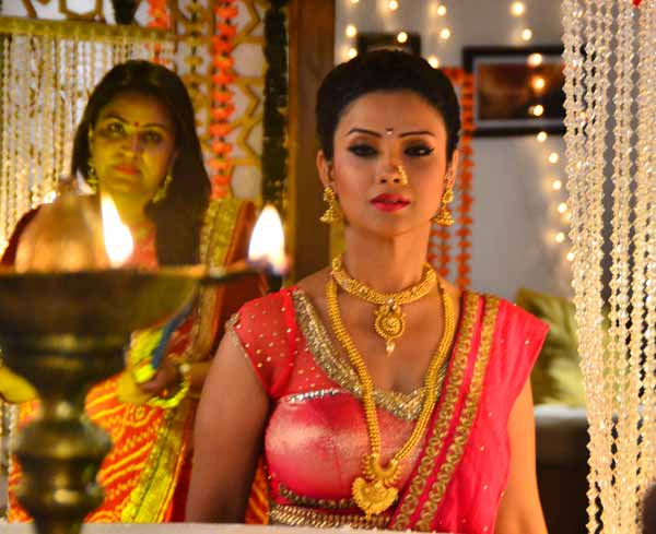 Adaa Khan Naagin Fame Bollywood TV Serial Actress Hot Spicy Photos
