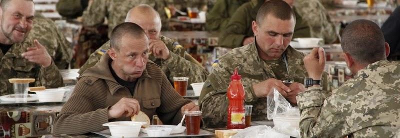 солдатська їдальня