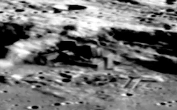 Risultati immagini per Alien Moon Base Captured By Chang'e-2 Orbiter