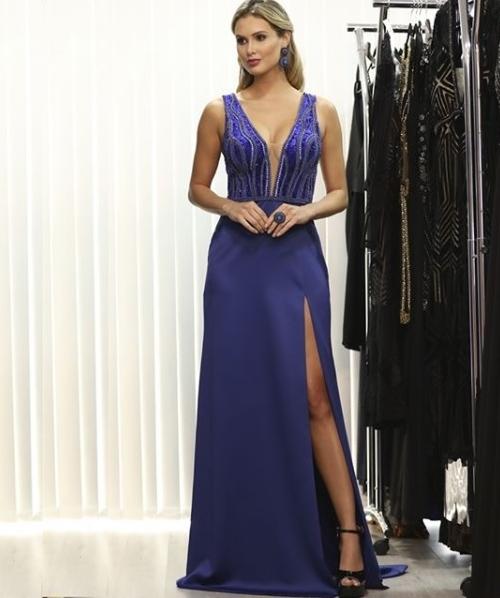 vestido azul royal longo com fenda