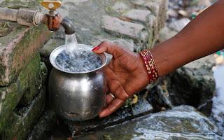 Η τραγική αιτία που γυναίκες αρνούνται να πιουν νερό ακόμη και στον καύσωνα