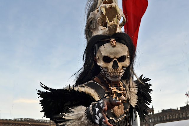 про Хэллоуин, традиции Хэллоуина, Хэллоуин, 31 октября, Halloween, All Hallows' Eve, All Saints' Eve, про традиции и суеверия, история праздника, интересное о празднике, история и традиции, интересное, интересное про Хэллоуин, Хэллоуин в разных странах, как отмечают Хэллоуин, атрибуты Хэллоуина, светильник Джека, тыквы, светильник из тыквы, про тыкву, интересное о тыкве, факты о тыкве, развлечения на Хэллоуин, страшные истории про Хэллоуин, преступления на Хэллоуин, приметы на Хэллоуин, гадания на Хэллоуин, сказка о Джеке, 31 октября - Хэллоуин! Немного об истории и традициях http://prazdnichnymir.ru/