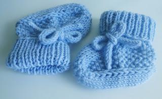 naujagimio kojinyčių mezgimas