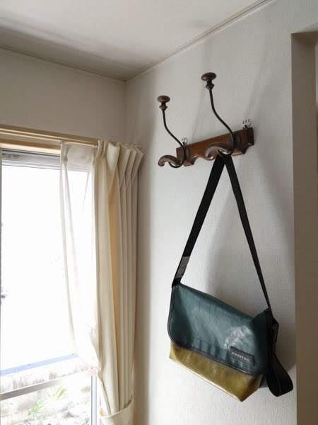 壁美人 時計用フックで取り付けた壁掛けフック 使用例
