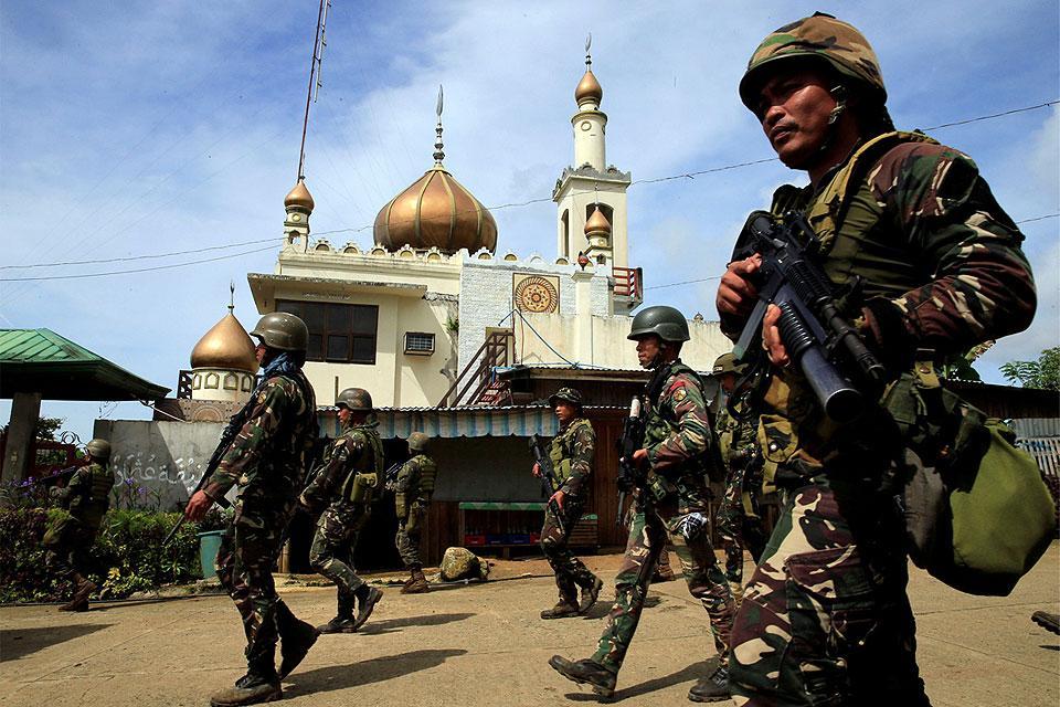 Militan ISIS Marawi Paksa Anak dan Sandera Berperang