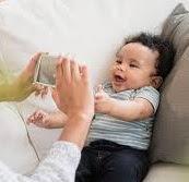 gambar perkembangan bayi usia 1 bulan