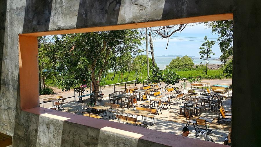 พอส รีสอร์ท แอนด์บาร์ (PAUSE Resort & Bar) เกาะล้าน