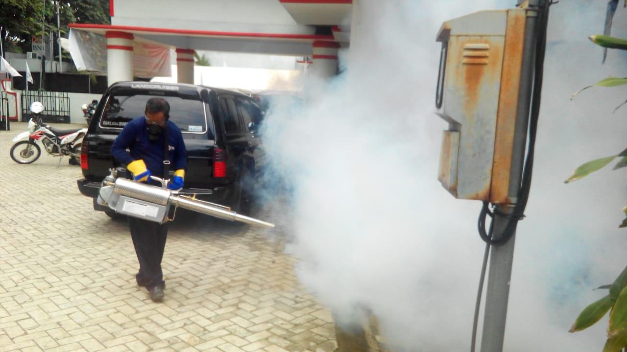 Cegah DBD, PMI Jember Siagakan Relawan Fogging