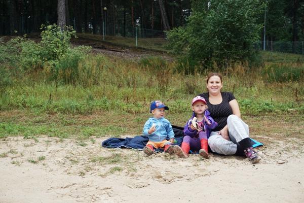 rodzina nad zalewem Chańcza