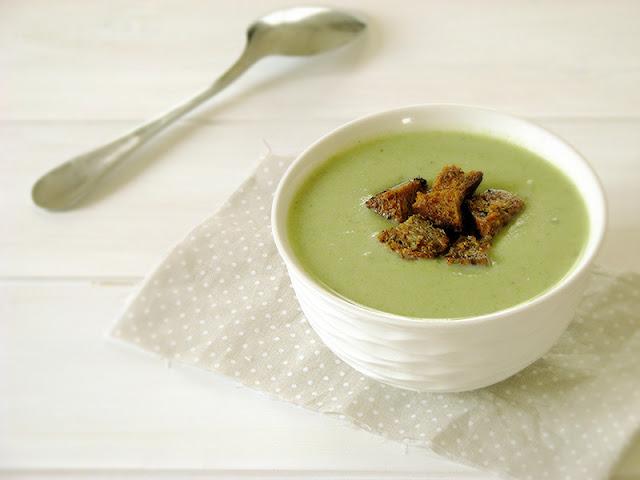 Velouté de broccolis et de chou-fleur au thym.