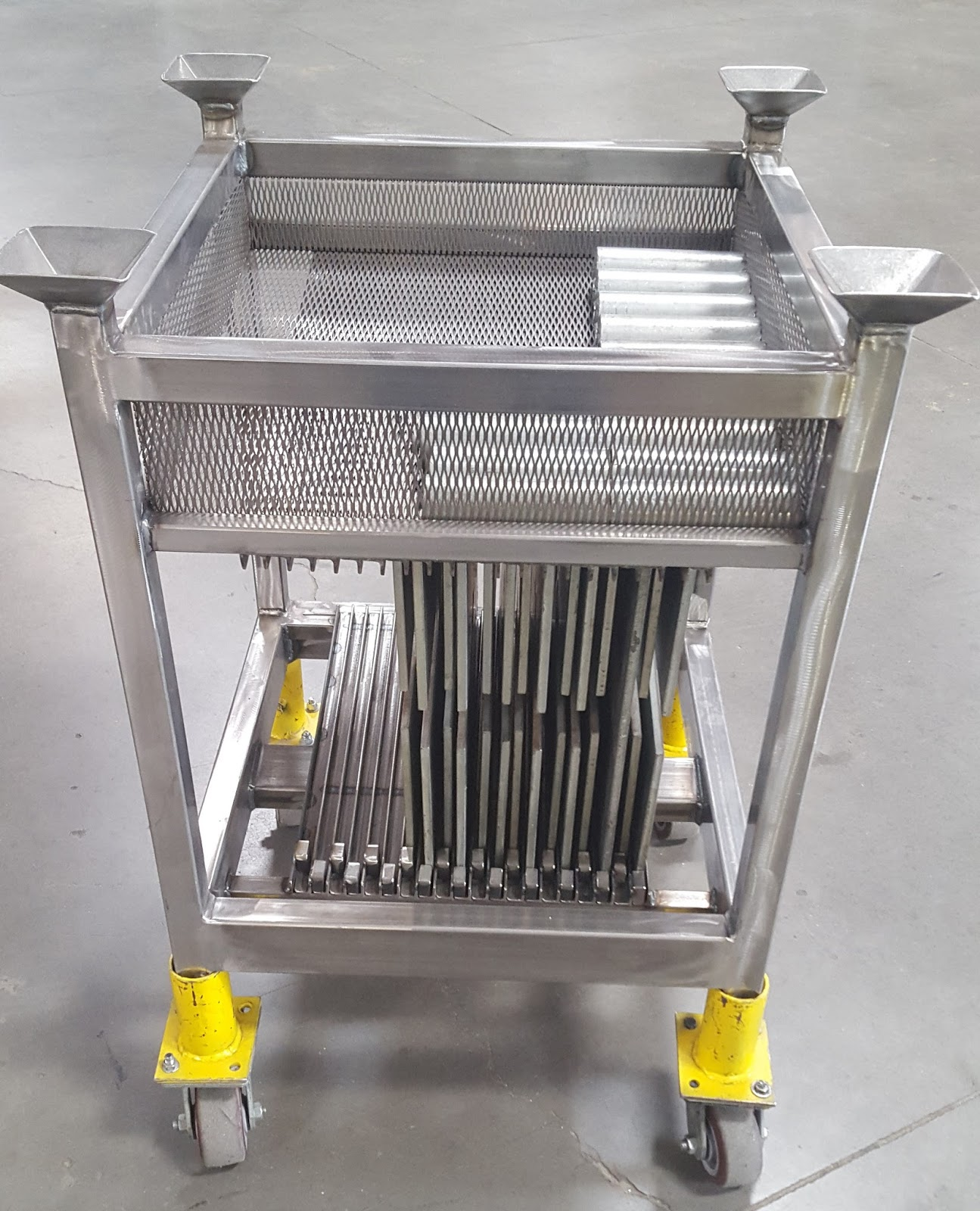 """ IHP's PIPELINE POST "": CARTS FOR PIPE & DRAPE BASE PLATES"