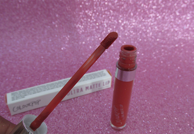Batom líquido matte Mama, da Colourpop: embalagem