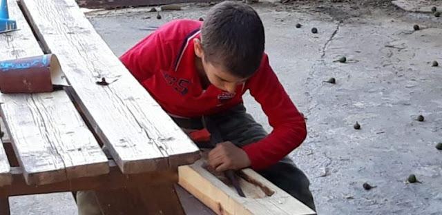 Από 10 ετών κατασκευάζει Ποντιακές λύρες στην Κρήτη