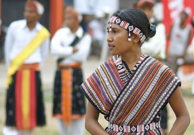 8 Baju Adat Nusa Tenggara Timur (NTT) Beserta Gambar dan