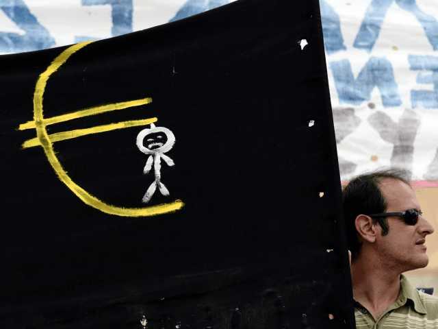 Graikai gailisi, kad įsivedė eurą ir mano, kad ES žlugs
