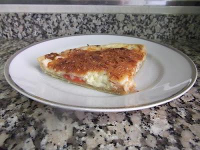 Porción de tarta salada de tomate
