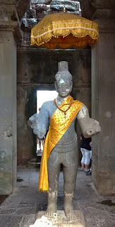 Welcome to a Angkor Wat tour the guide is waiting
