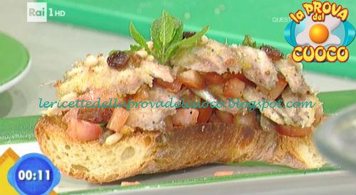 Frisella con millefoglie di alici e pomodorini ricetta Giunta da Prova del Cuoco