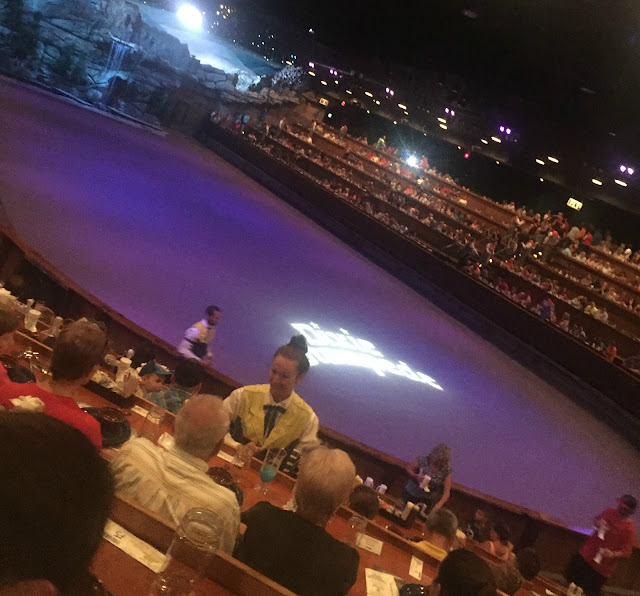 Road Trip Pigeon Forge Dixie Stampede Amp Dollywood The