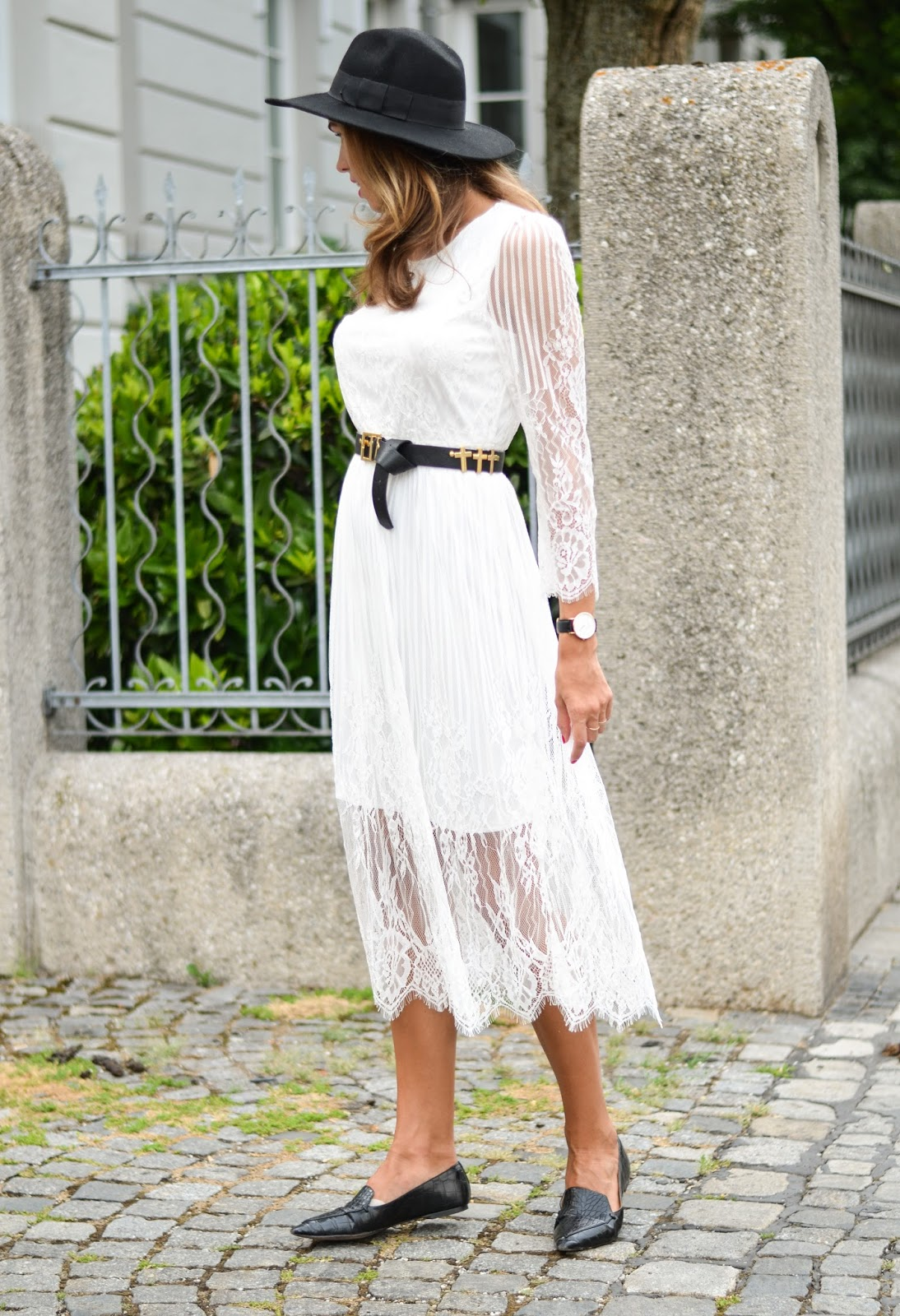 black white summer outfit lace dress black accessories munich street