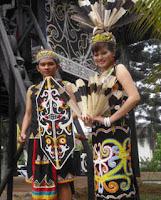 Di artikel ini akan dibahas secara khusus pakaian adat dari Provinsi yang ada di Pulau Ka 34 Pakaian Adat Indonesia : Gambar, Nama, Tabel, dan Penjelasannya - Bagian 3