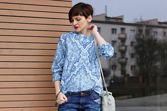 stylizacja dnia, wiosenna stylizacja, na wiosnę, niebieski sweter, długi sweter, sweter z kapturem, blog, blogerka, styl, stylistka, stylistka poznań,