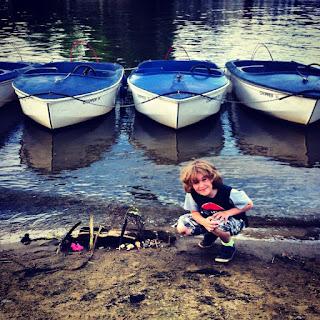 Kes by boats