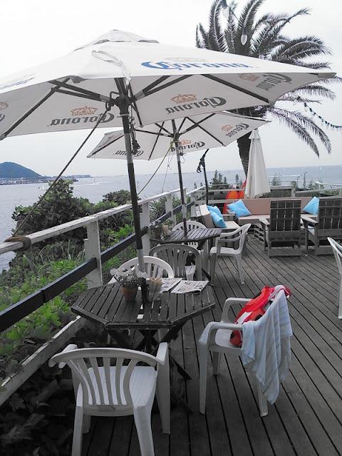 逗子海岸にあるサーファーズカフェの写真です。