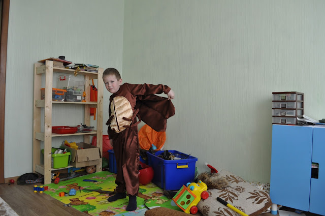 Костюм таракана для детского спектакля