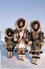 Busana di daerah kutub yang tebal berfungsi melindungi tubuh dari hawa dingin