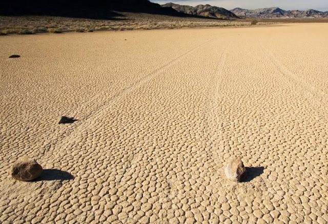 pedras que andam no deserto vale da morte carlos romero