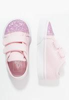 https://www.zalando.be/vans-style-sneakers-laag-chalk-pinktrue-white-va213f00c-j11.html